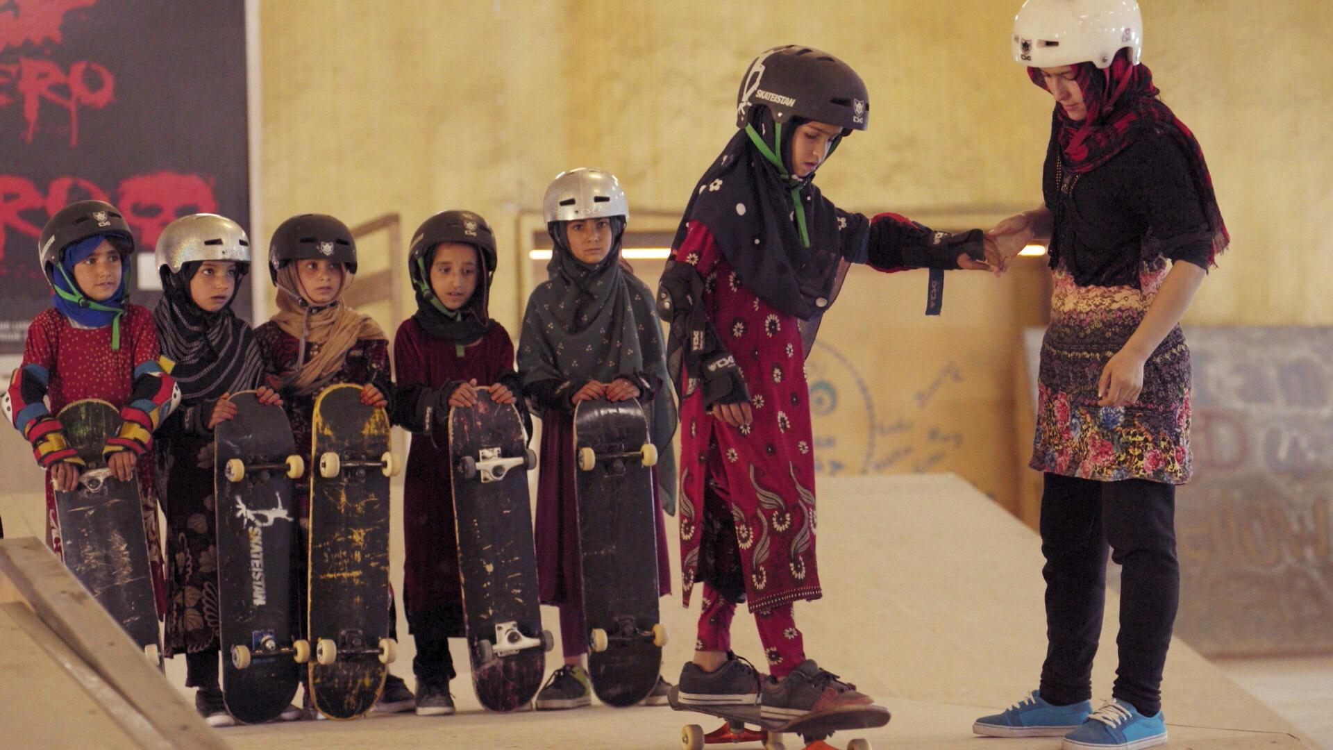 """Learning to Skateboard in a Warzone (If You're a Girl)"". Fotografía: Skateistan"
