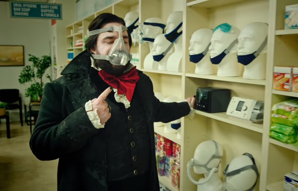 """What We Do in the Shadows"" vuelve con más humor y sangre en el trailer de su nueva temporada"